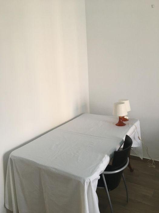 Double bedroom in a 3-bedroom apartment near Ca' Granda metro station