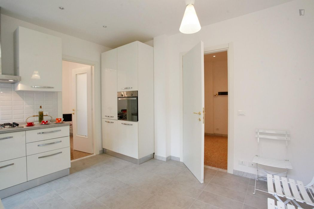 Double bedroom, with private bathroom, in 2-bedroom apartment
