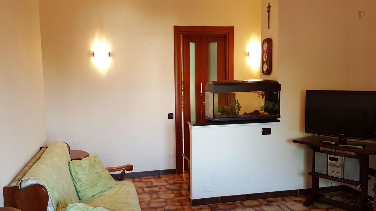 Cozy single room in a nice apartment in Niguarda