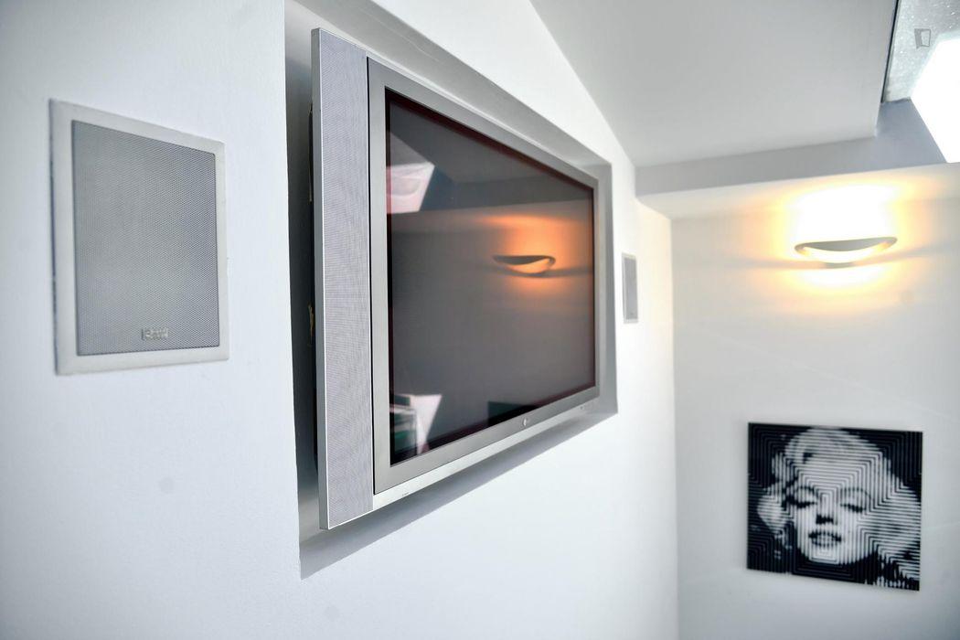 Modern 1-bedroom apartment near Carrobbio tram stop