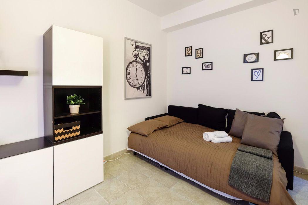 Snug 1-bedroom apartment near Gambara metro station