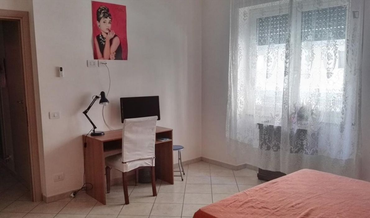 Bedroom with private bathroom in 2-bedroom apartment. Vatican area
