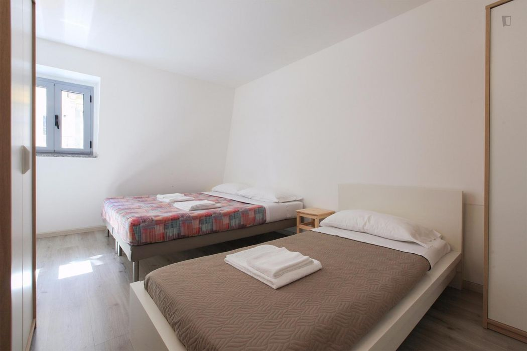 Twin bedroom close to Pasteur metro station