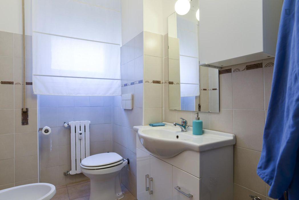 Single bedroom in a 8-bedroom flat near Roma Nomentana train station