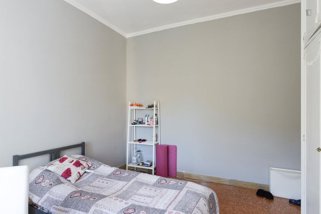 Inviting single bedroom in a 4-bedroom flat, in proximity to the RUFA - Rome University of Fine Arts