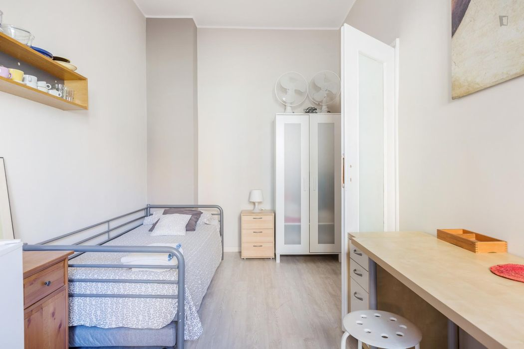 Large twin bedroom with kitchenette close to IULM, NABA