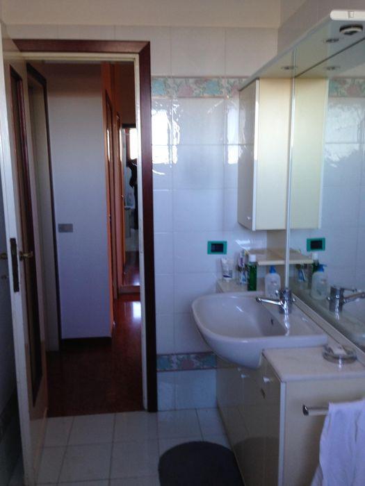 Modern 2-bedroom apartment in the Crescenzago neighbourhood