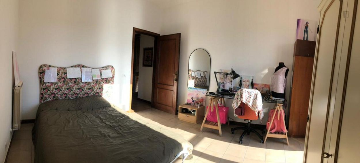 Spacious bedroom with a balcony, in Tor Vergata