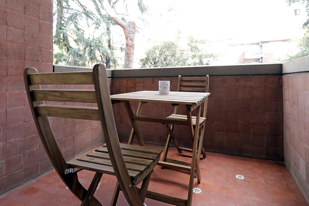 Spacious double bedroom in a 5-bedroom apartment near Jonio metro station