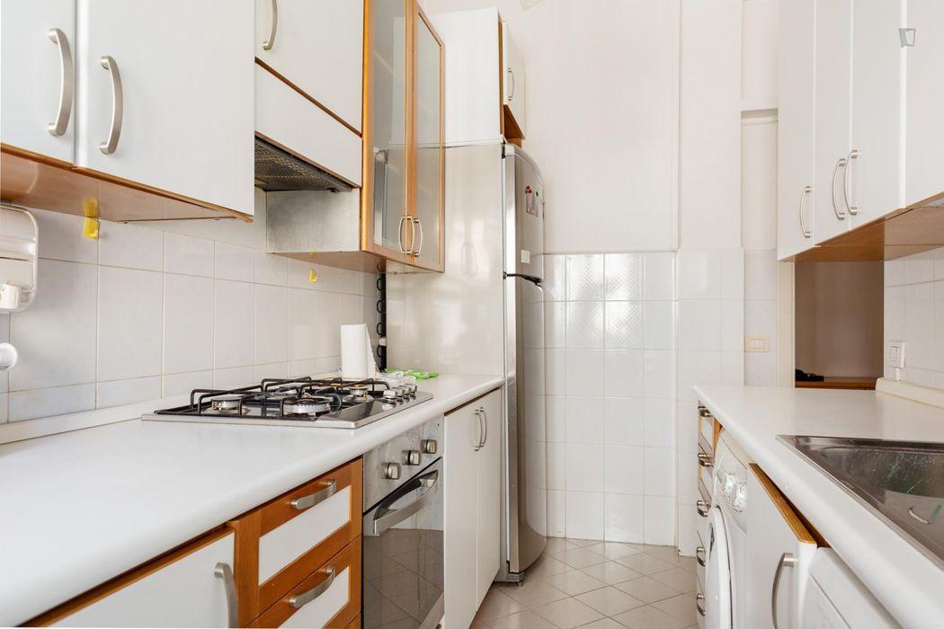 Nice single bedroom in 4 bedroom apartment