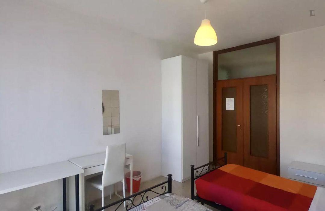 Nice twin bedroom located in Viale Monza