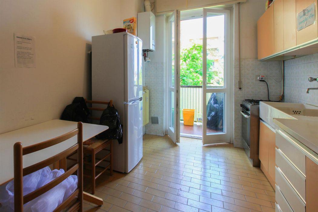 Snug twin bedroom in Viale Monza