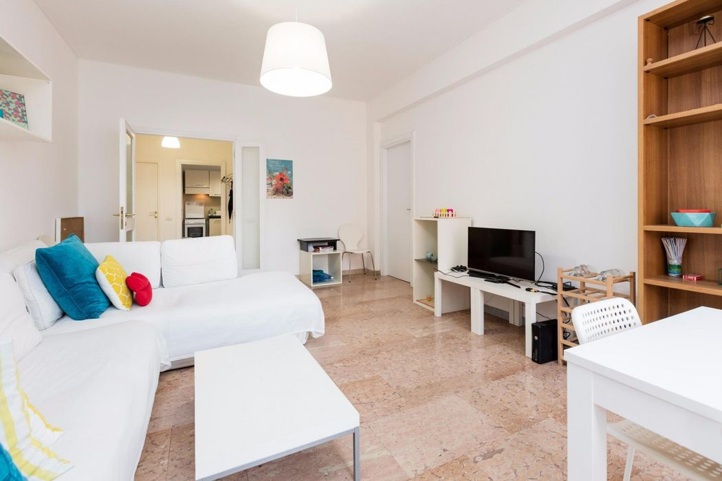 Bright Single bedroom with queen bed in Marconi - Roma TRE, WFP, FAP, UNINT