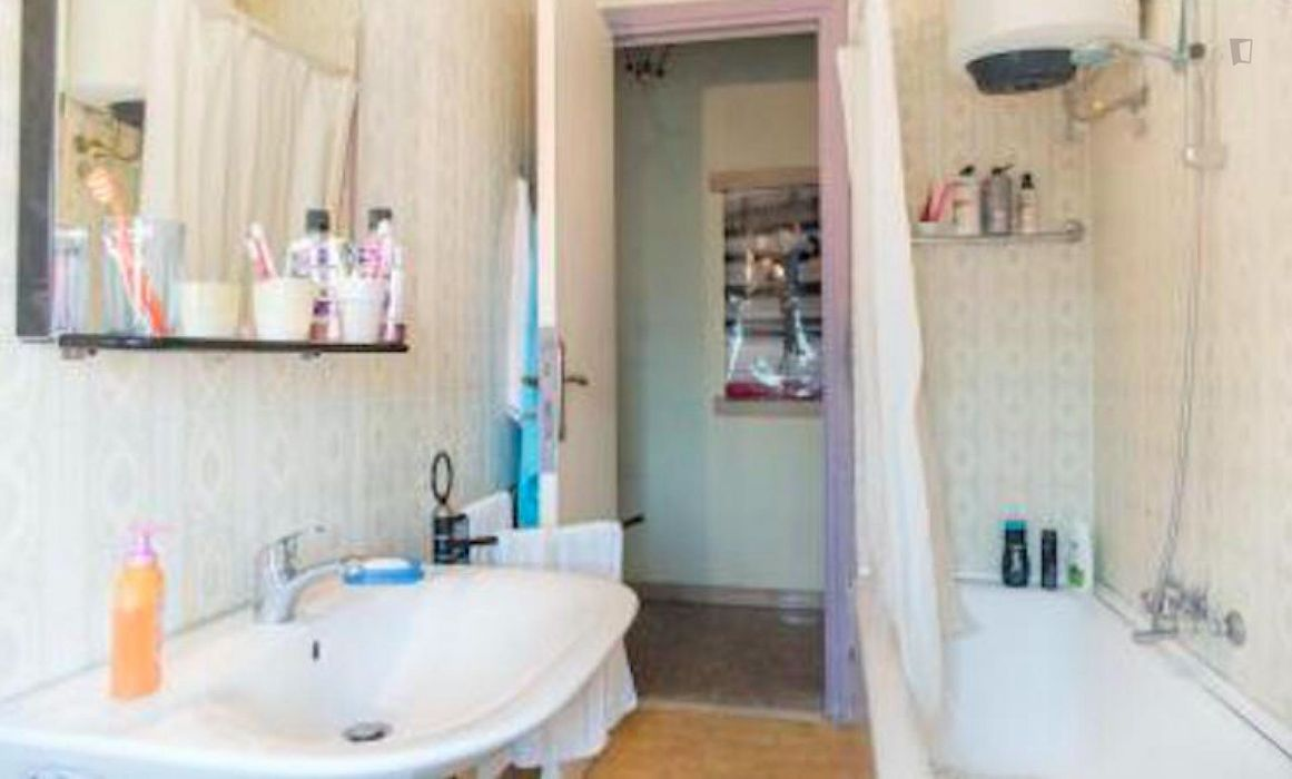Ample double bedroom in a 2-bedroom apartment, in Quartiere XVI Monte Sacro