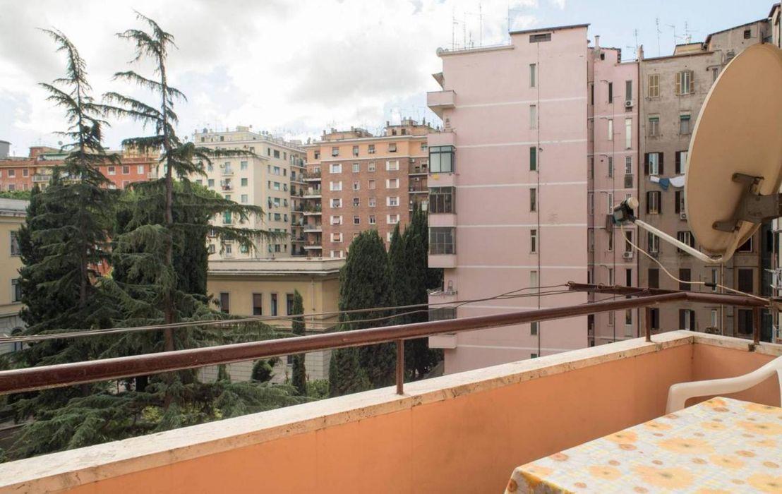 Bright 1-bedroom apartment close to Re Di Roma metro station