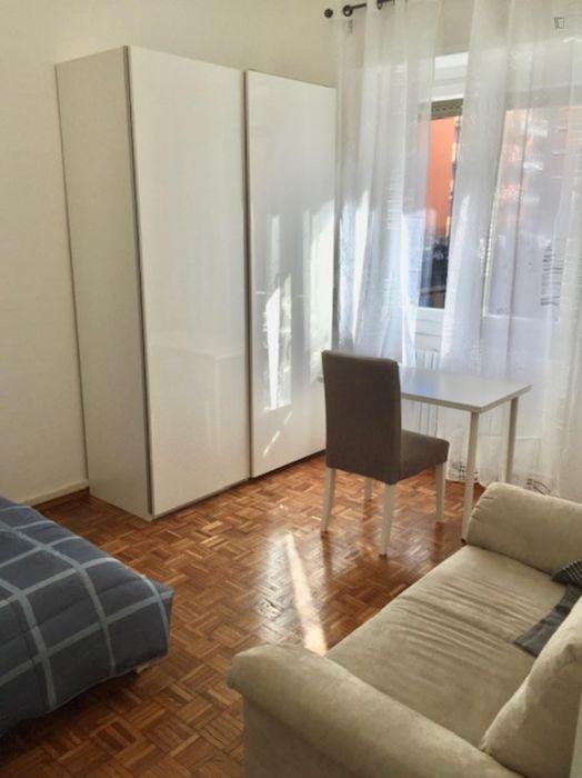 Double bedroom in a 2-bedroom apartment near Niguarda Centro tram stop