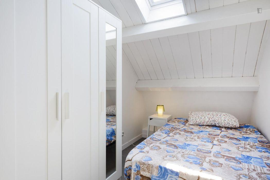 Pleasant room in Tor Vergata