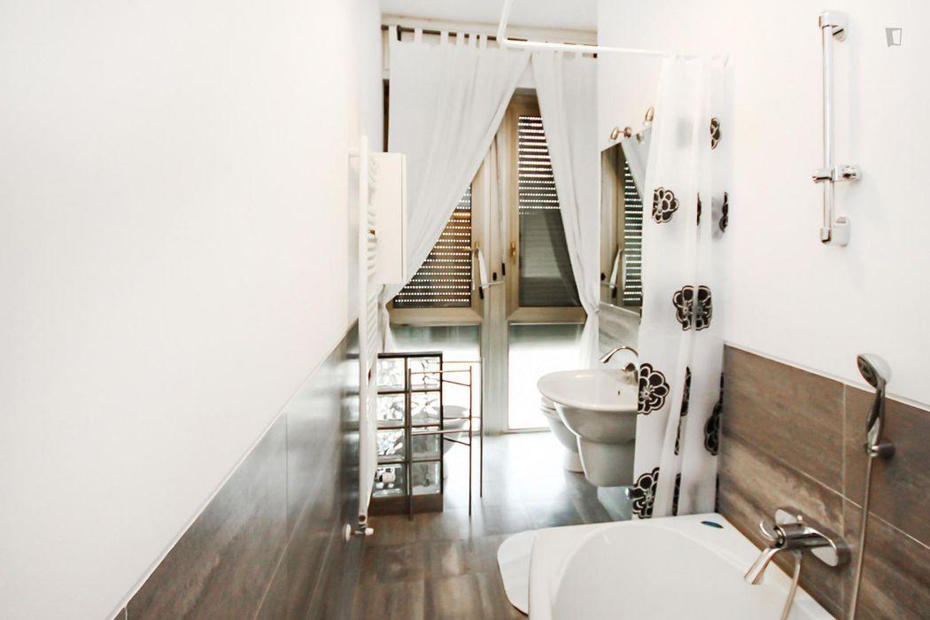 Comfortable single bedroom in a 4-bedroom apartment near P.za Cinque Giornate tram stop