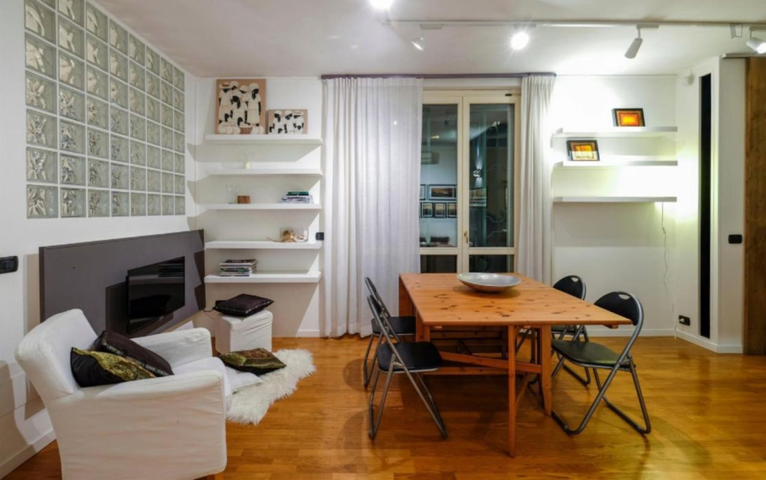 Awesome 2-bedroom flat near Stazione Centrale