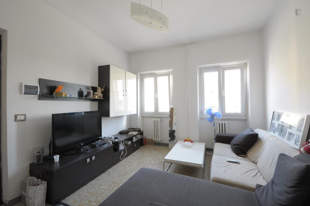 Single bedroom in a 4-bedroom apartment located in Quartiere X Ostiense