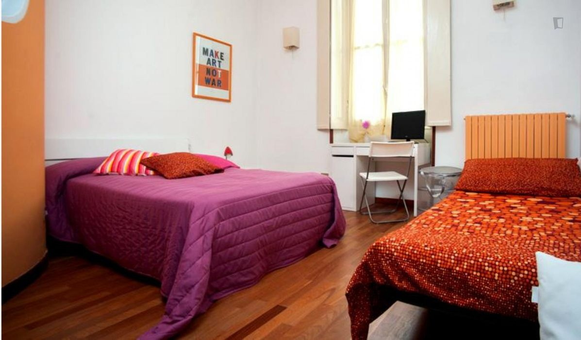 Colourful 2-bedroom flat next to Pasteur metro station