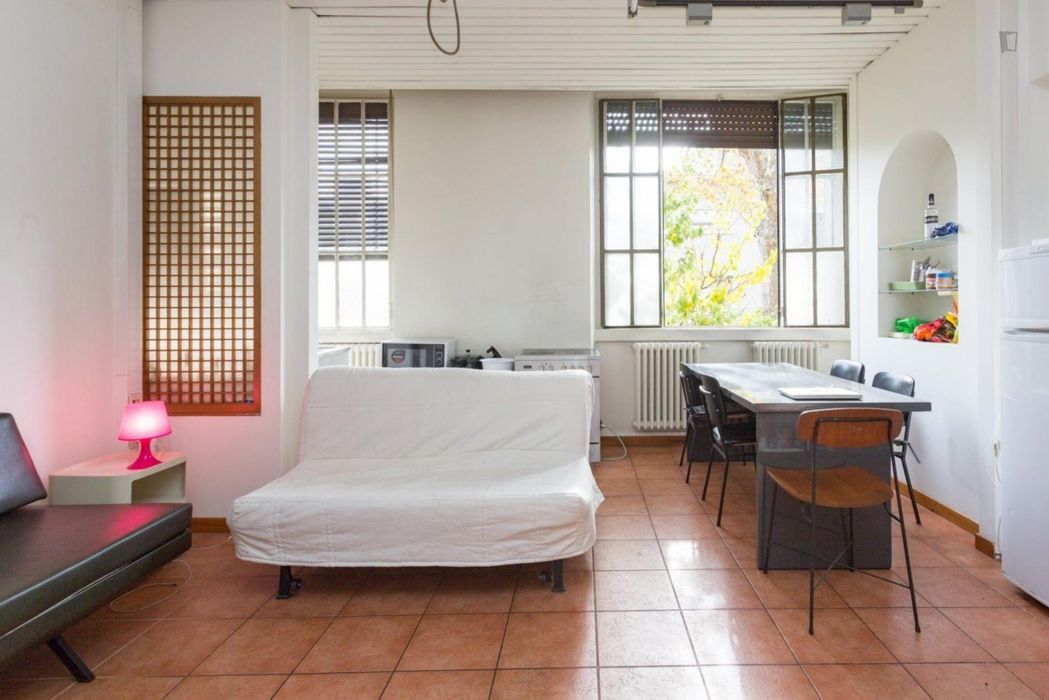 Bed in a twin bedroom close to Romolo metro station