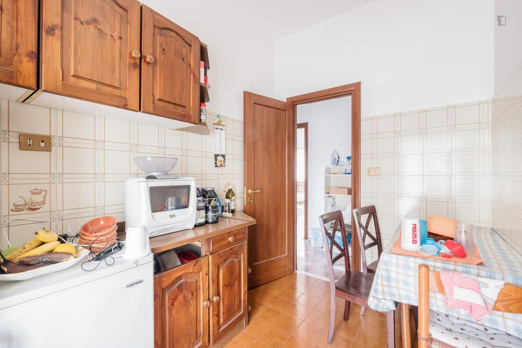 Welcoming bedroom near Gemelli train station