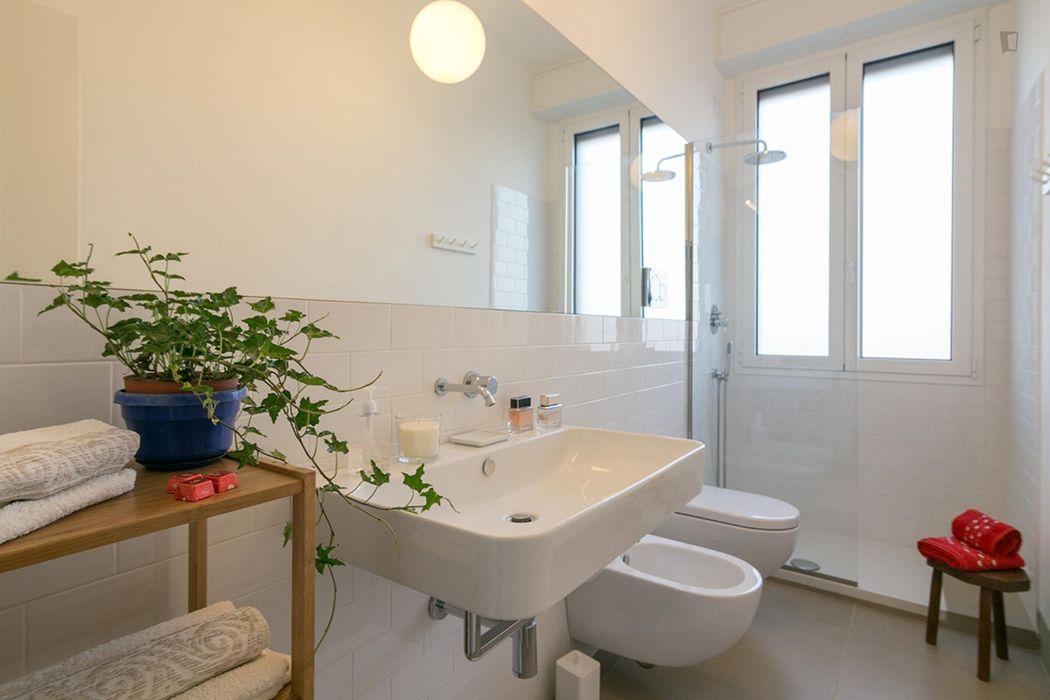 Modern 2-bedroom flat between Isola-Garibaldi neighbourhood