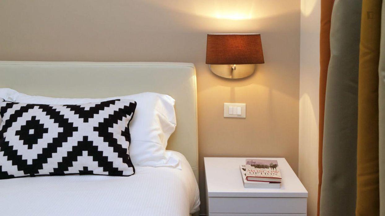 Elegant 2-bedroom flat in Monti