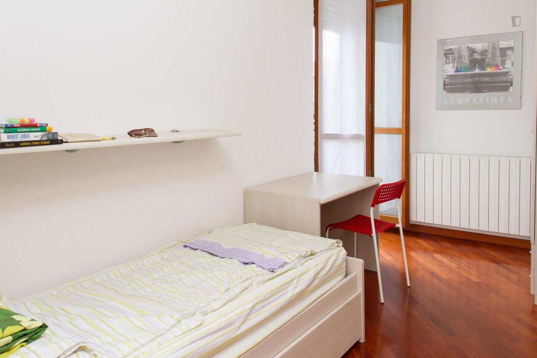 Very neat single bedroom in the Inganni neighbourhood