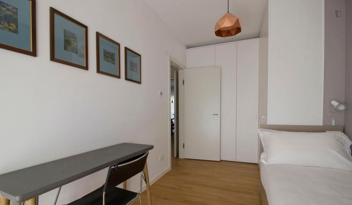 Charming 3-bedroom flat in Sempione
