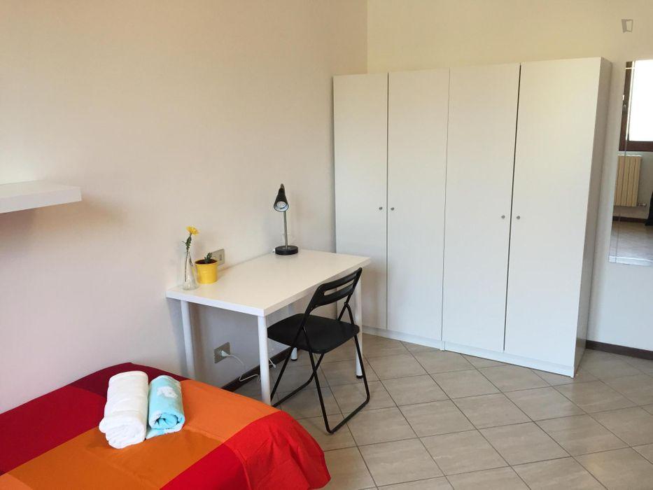 Single in multiple beds bedroom in 2-bedroom apartment