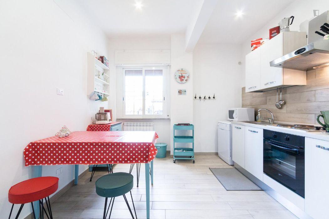 Cozy 2-bedroom apartment near Roma Trastevere Railway Station