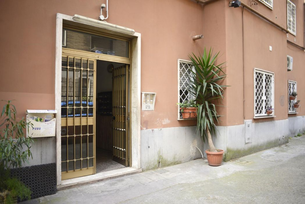 Appealing 1-bedroom apartment in large Quartiere XI Portuense
