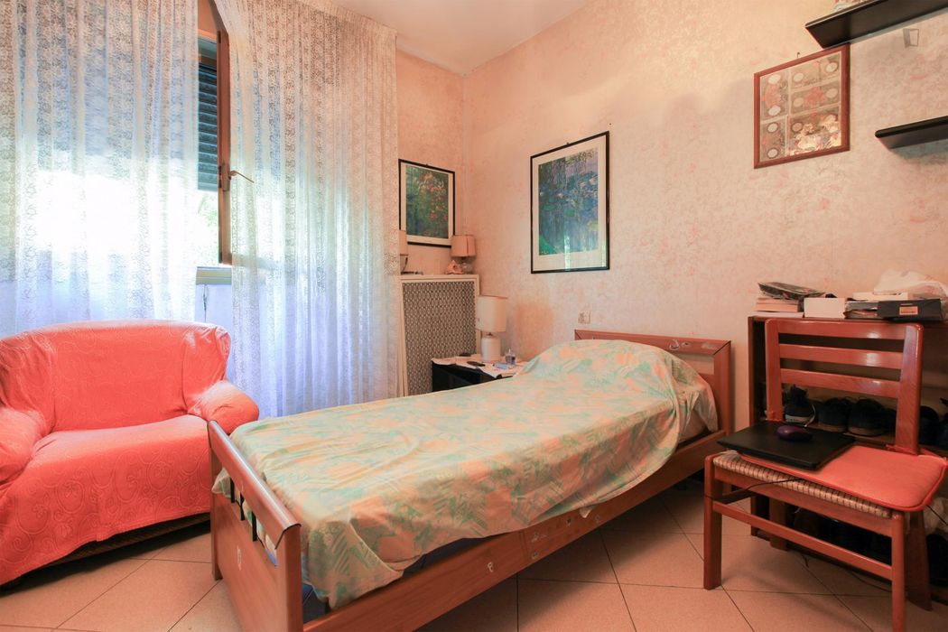 Cool single bedroom near Bonola metro station