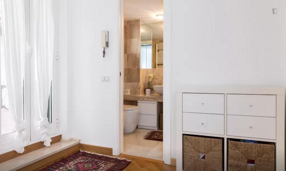 Colourful double bedroom in Axa