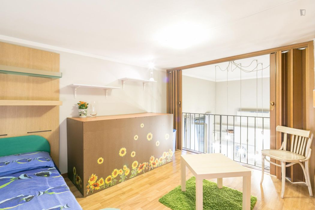Bright and cosy single bedroom in Cinisello Balsamo
