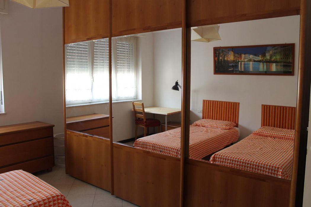 Single bedroom in a 2-bedroom apartment in Sesto S. Giovanni