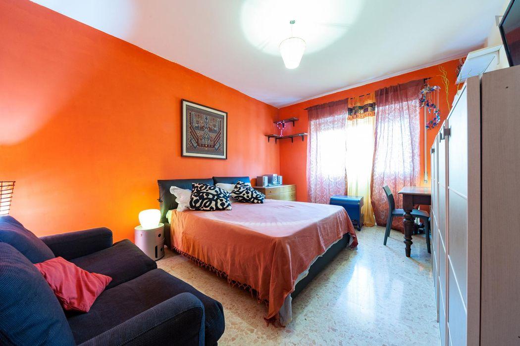 Grand double bedroom in Quartiere XXIV Don Bosco