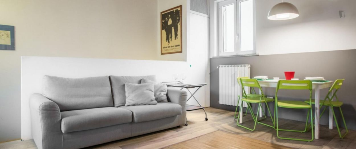 Gorgeous 1-bedroom apartment close to the Isola Metro station