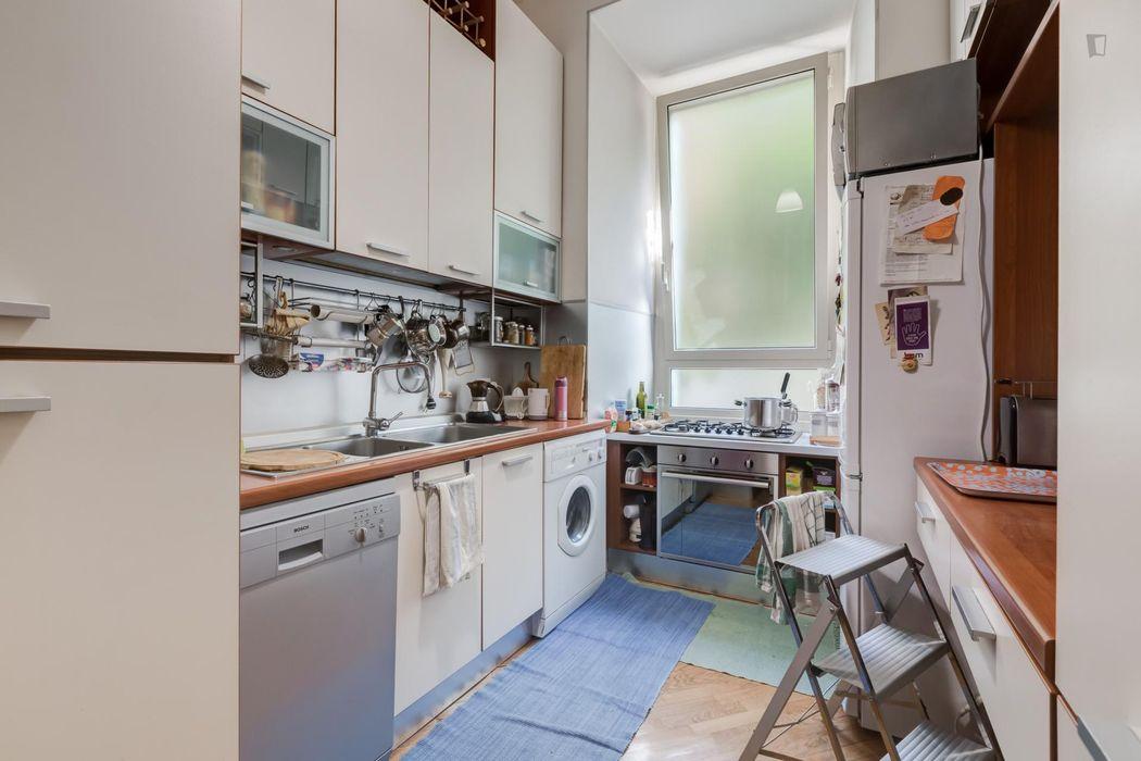 Cute single bedroom in a 4-bedroom flat near the centre
