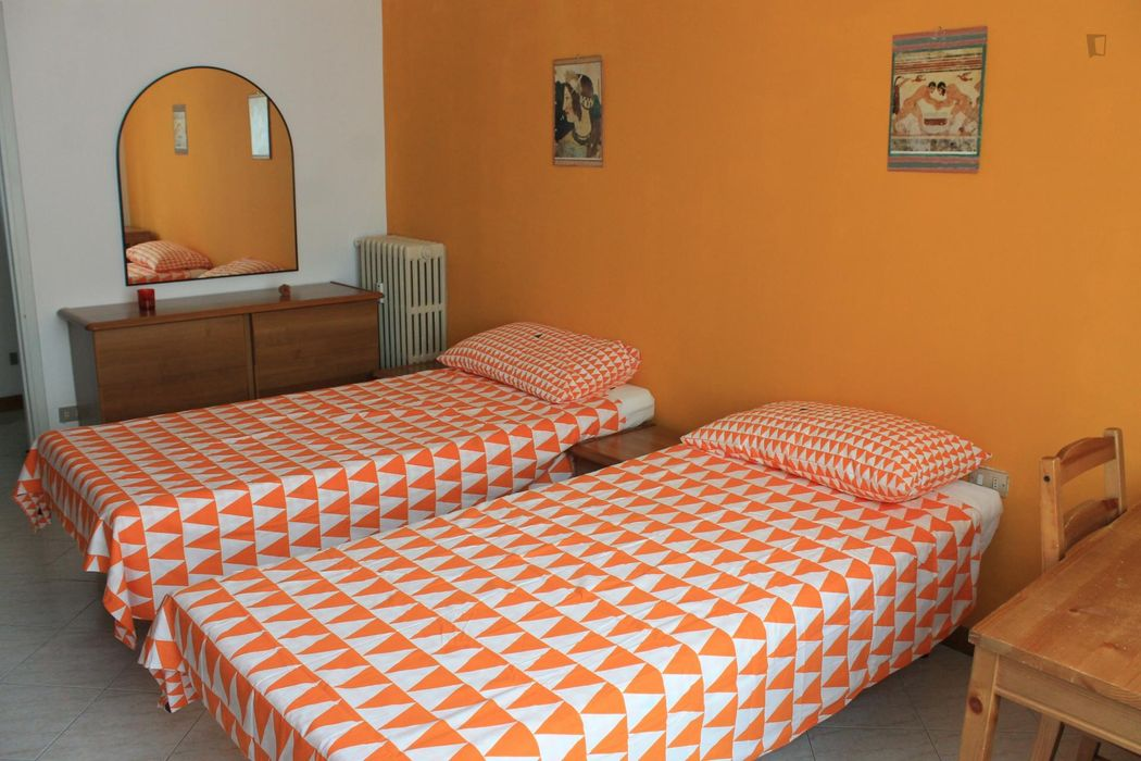 Single bed in twin bedroom close to Sesto Rondò metro