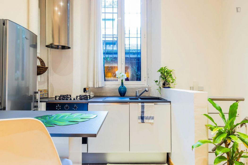 Homely 1-bedroom apartment near Loreto metro station