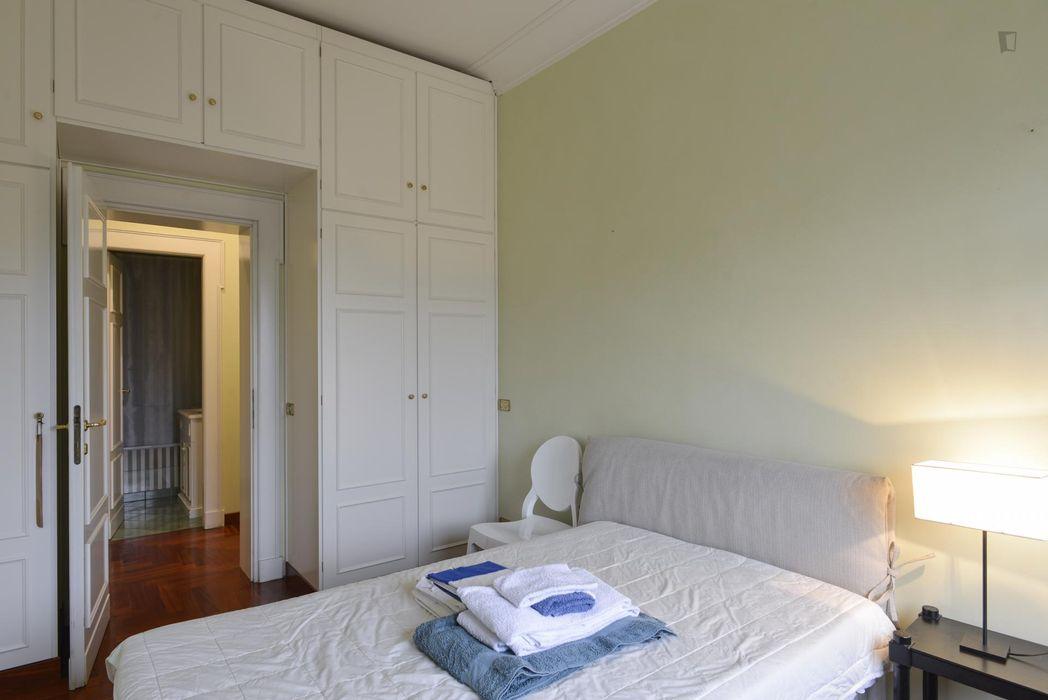 Interesting double bedroom in a 2-bedroom flat, in Parioli