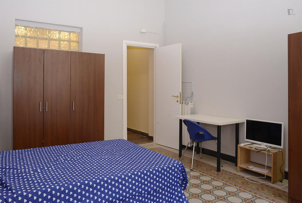 Lovely double ensuite bedroom close to Vittorio Emanuele metro station