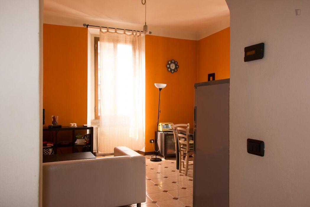 Neat single bedroom in a 2-bedroom flat, in Crescenzago