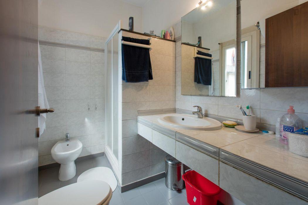 Alluring single ensuite bedroom close to Lucio Sestio metro station
