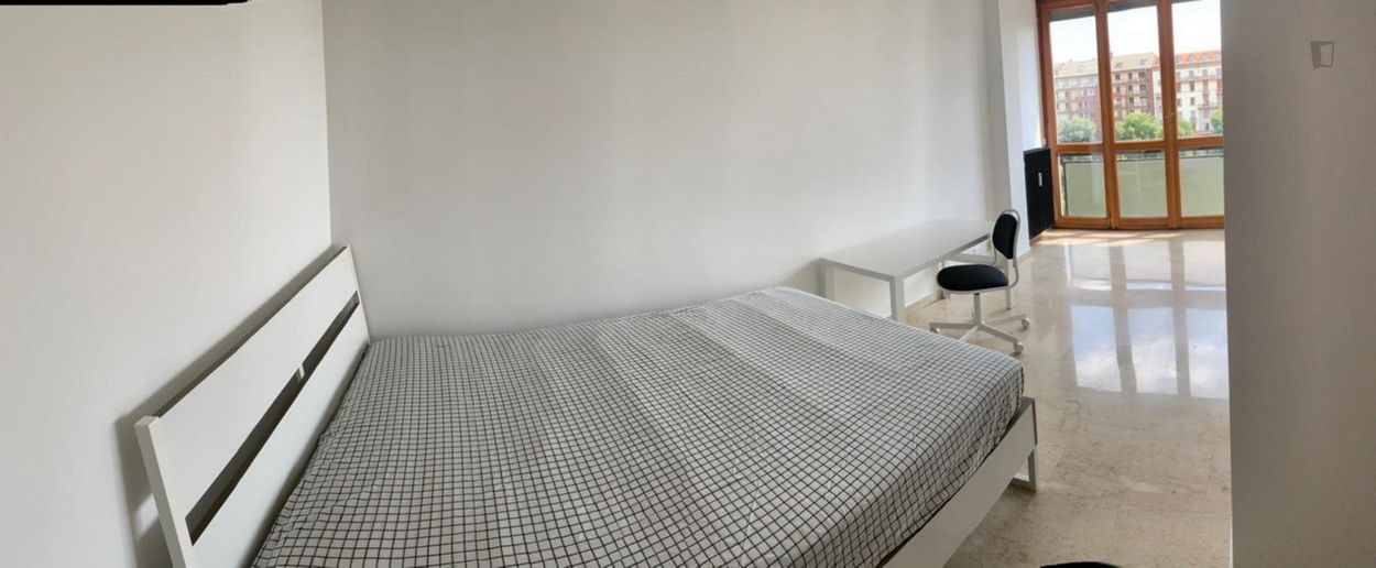 Beautiful room in the most trendy district of the city
