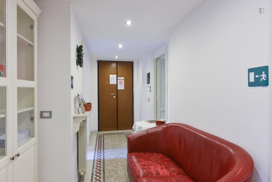 Graceful double ensuite bedroom in a 3-bedroom flat, near Parco degli Scipioni