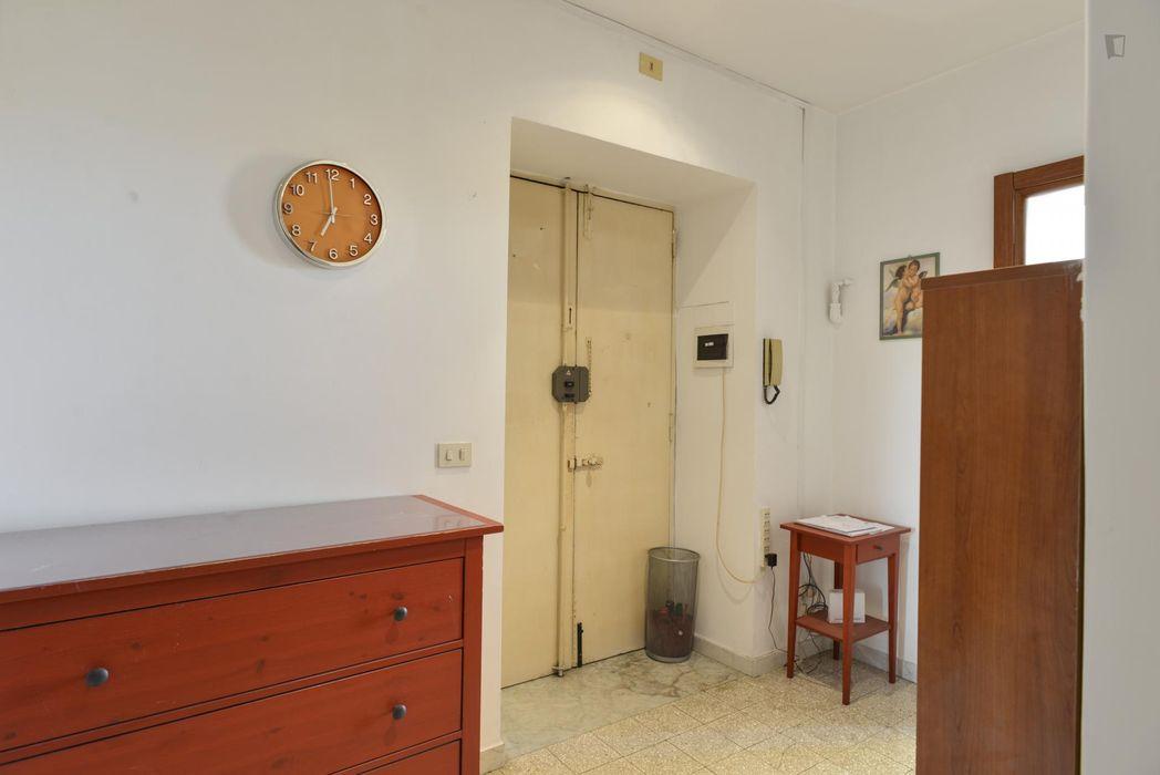 Double bedroom in proximity to Sapienza Università di Roma